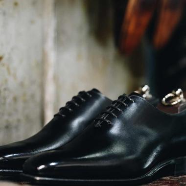Elégance assurée avec le richelieu Darren ! Ce one-cut au style épuré est un incontournable du vestiaire masculin. Il assortira à la perfection vos tenues les plus formelles.   #emling #menstyle #stylishmenswear #elegant #elegantshoes #leathershoesmen #dandyshoes #bestofmenstyle #classicshoes #menshoes #chaussures #souliers #urbanstyle