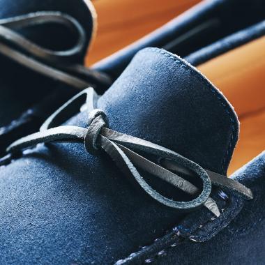 Les beaux jours arrivent. Enfilez une paire de mocassins ! Découvrez notre sélection WELCOME BACK et profitez de 30% de remise sur la ligne Urban Chic et sur une sélection de modèles Couture.  #emling #menstyle #stylishmenswear #elegant #elegantshoes #leathershoesmen #dandyshoes #bestofmenstyle #classicshoes #menshoes #chaussures #souliers #urbanstyle