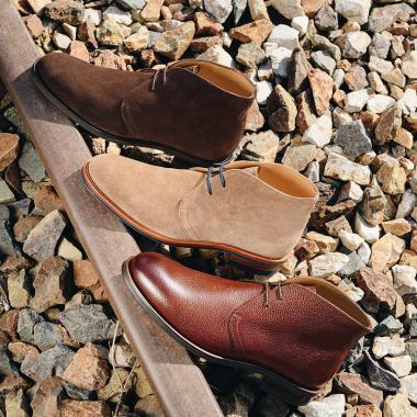 PEDRO est de retour ! Notre incontournable et iconique chukka boots est de nouveau disponible dans différents coloris. Toujours sur semelle gomme pour vous apporter confort et souplesse tout en élégance.  ➡ Rdv dans nos boutiques ou sur notre Eshop !   #emling #menshoes #menstreestyle #mensfashion #shoesaddict #chukkaboots