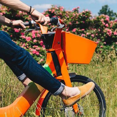 SOLDES derniers jours, dernière démarque !  Pour l'occasion, craquez pour une paire d'espadrilles revisitées dans une version plus actuelle. Légère et souple, la semelle en caoutchouc sera un véritable réconfort pour vos pieds. Déclinée dans une large palette de coloris, vous trouverez votre coup de cœur de l'été.  Offre valable en boutiques et sur l'eshop (livraison offerte en France métropolitaine).  #emling #menstyle #stylishmenswear #elegant #elegantshoes #leathershoesmen #dandyshoes #bestofmenstyle #classicshoes #menshoes #chaussures #souliers #urbanstyle