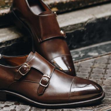 Profitez des Ventes Privées pour composer votre dressing idéal ! Misez sur Nestor, ce modèle à double boucles, assortira aussi bien vos costumes que vos tenues plus décontractées.  Découvrez-le en boutiques et sur l'eshop.   #emling #menstyle #stylishmenswear #elegant #elegantshoes #leathershoesmen #dandyshoes #bestofmenstyle #classicshoes #menshoes #chaussures #souliers #urbanstyle