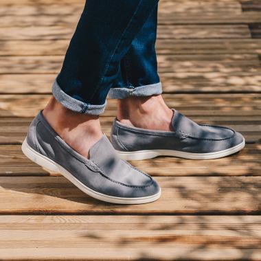Plus que quelques jours pour profiter des Summer Days. Rendez-vous dans nos boutiques sur l'eshop, la livraison en France est actuellement offerte.   #emling #suedeshoes #tasselloafers #loafers #shoes #flannels #menswear #instashoes #shoestagram #mensshoes #bestofmenstyle