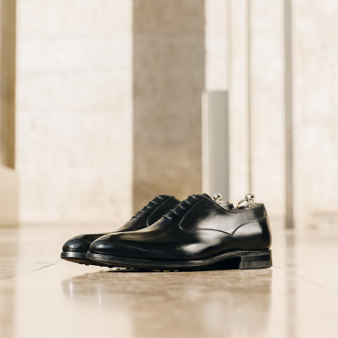 Envie d'affronter l'hiver avec élégance et confort ? Nicolas, richelieu sur semelle gomme, répondra à vos besoins et deviendra un incontournable de votre dressing cet hiver.  #dandy #emling #menstyle #chaussures #elegantshoes #richelieushoes #menshoestyle #classicshoes #modehomme #luxuryshoes #stylemen #dandy