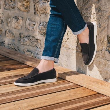 Une météo ensoleillée : chaussez Orio pour un look chic et décontracté. Back to cool !  #emling #lifestyle #urbanstyle #instasneaker #menwithstyle #menstyle #stylemen #elegants #shoesaddict #bestofmenstyle #leathershoesmen #menshoes #mensespadrilles #suedeshoes #shoes #menswear