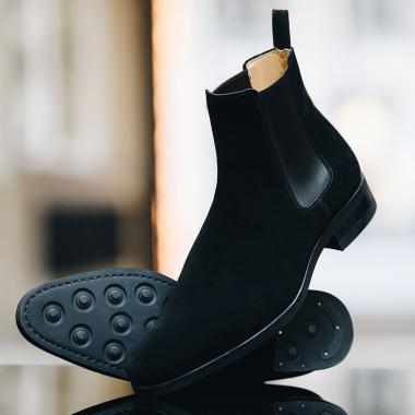 Dans l'air du temps, la Chelsea Falco est une valeur sûre. Facile à enfiler et à porter, elle vous assurera une allure élégante. Robuste, sa semelle gomme est idéale pour affronter les intempéries. Actuellement en Offre Privilège, venez la découvrir en boutiques et sur l'eshop.   #emling #menstyle #stylishmenswear #elegant #elegantshoes #leathershoesmen #dandyshoes #bestofmenstyle #classicshoes #menshoes #chaussures #souliers #urbanstyle
