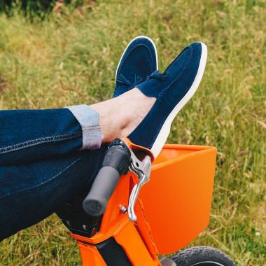 Les vacances se profilent ! Chaussez Ovain pour des balades bucoliques à travers les champs.  Rendez-vous sur l'eshop et en boutiques pour découvrir les différents coloris.   #emling #menstyle #stylishmenswear #elegant #elegantshoes #leathershoesmen #dandyshoes #bestofmenstyle #classicshoes #menshoes #chaussures #souliers #urbanstyle