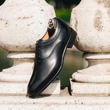 Passez un été sous le signe de l'élégance avec notre sélection de modèles Couture à prix exceptionnels.  Foncez en boutiques et sur l'eshop pour profiter de nos SOLDES (livraison offerte en France métropolitaine).   #emling #menstyle #stylishmenswear #elegant #elegantshoes #leathershoesmen #dandyshoes #bestofmenstyle #classicshoes #menshoes #chaussures #souliers #urbanstyle