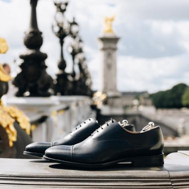 Profitez de notre offre privilège dans nos boutiques ou sur notre eshop. Quelque soit votre destination, vous trouverez chaussure à votre pied ! La livraison est offerte en France. ➡️ Découvrez notre sélection sur notre eshop ! #emling #menshoes #menstyle #menstylefashion #gentlemanshoes #emling #lifestyle #urbanstyle #menwithstyle #stylemen #elegants #shoesaddict